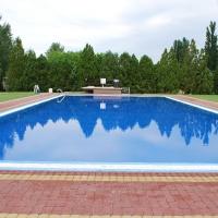 Műgyanta burkolatú medence 2