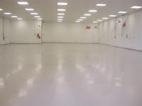 A kész műgyanta padló csiszolás után